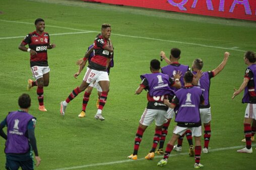 Flamengo busca êxito no Brasileirão.