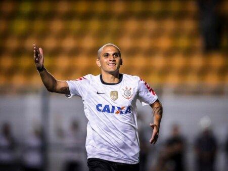 Fábio Santos Atlético-MG Corinthians