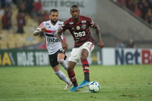 Flamengo e São Paulo duelam pelo Brasileirão.