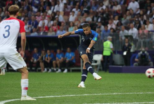 França encara a Croácia.