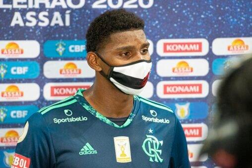 Hugo Souza vem se destacando no Flamengo pelo Brasileirão.