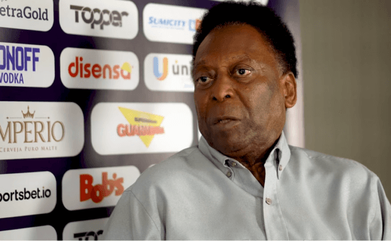 Pelé falou sobre sua vida amorosa e no futebol.