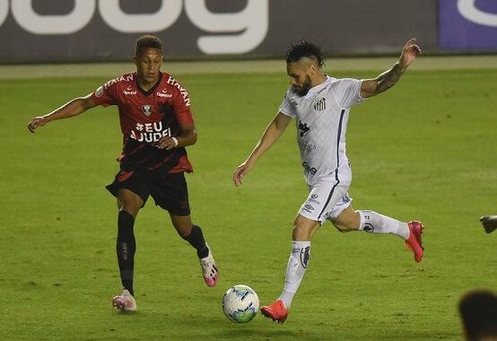 No jogo do primeiro turno, disputado na Vila Belmiro, o Santos venceu o Athletico pelo placar de 3 x 1 (Foto: Ivan Storti/ Flickr oficial do Santos FC)
