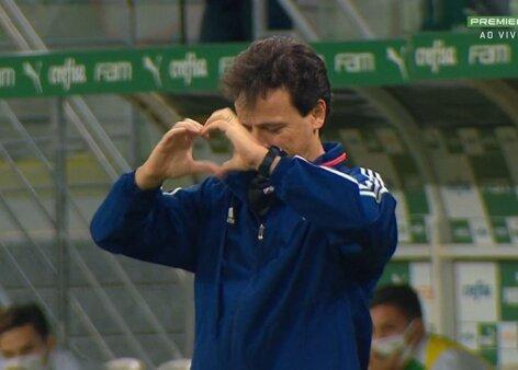 Fernando Diniz é ovacionado pelos torcedores após a partida contra o Flamengo; veja o vídeo