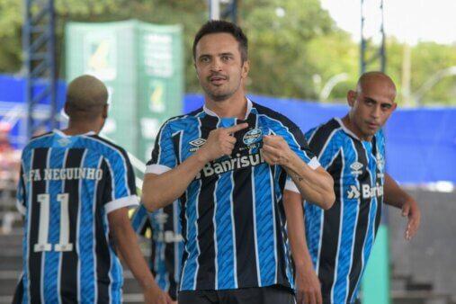 Falcão em ação pelo Grêmio