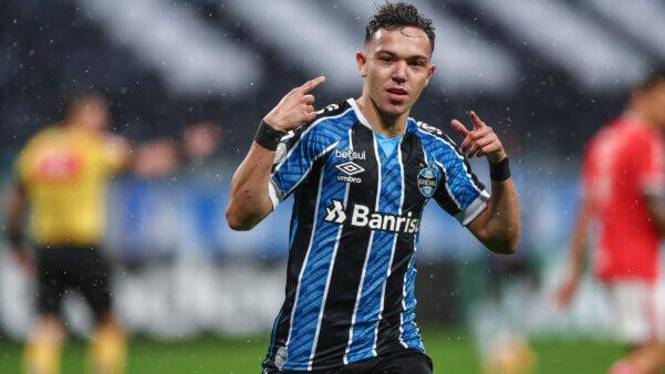 Pepê, do Grêmio, está na mira do Porto