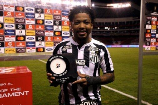 """Marinho recebe prêmio de melhor em campo e é sincero: """"Não sou tão merecedor"""""""