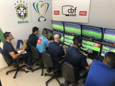 Fifa pode mudar o VAR.