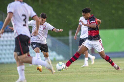 Assista Athletico Paranaense x Flamengo AO VIVO pela semifinal do Brasileirão Sub-17 (Foto: Marcelo Cortes/ Site oficial do Flamengo)