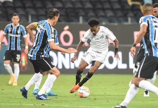 O primeiro jogo das quartas de final entre Grêmio e Santos, disputado em Porto Alegre, terminou com empate em 1 x 1 (Foto: Ivan Storti/ Reprodução/ Flickr oficial do Santos FC)