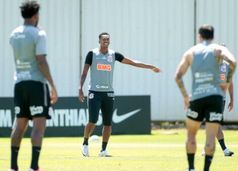 Jô no treino do Corinthians