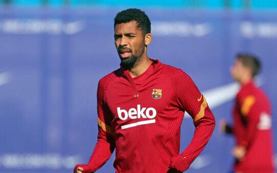 Matheus Fernandes em ação pelo Barcelona