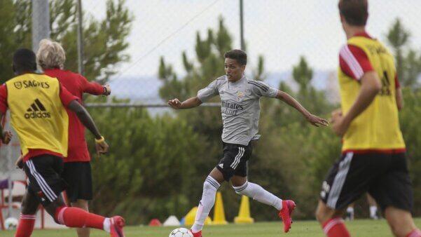 Pedrinho em ação pelo Benfica