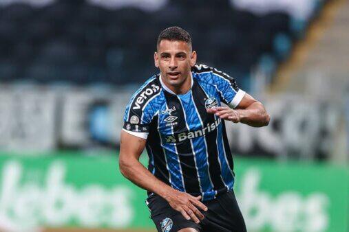 Diego Souza com a camisa do Grêmio
