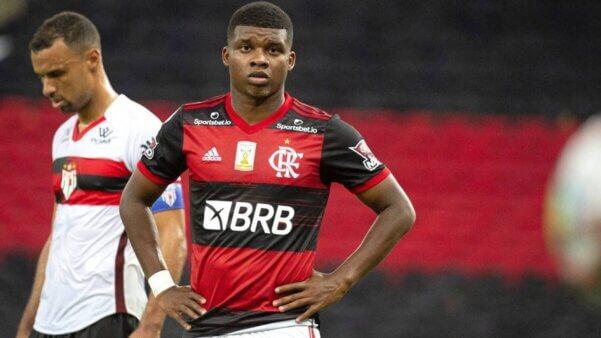 Lincoln se recusa a atuar pelo Sub-20 do Flamengo e recebe advertência do clube