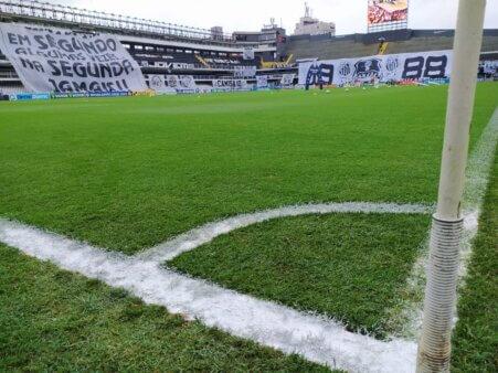 Santos encara o Palmeiras.