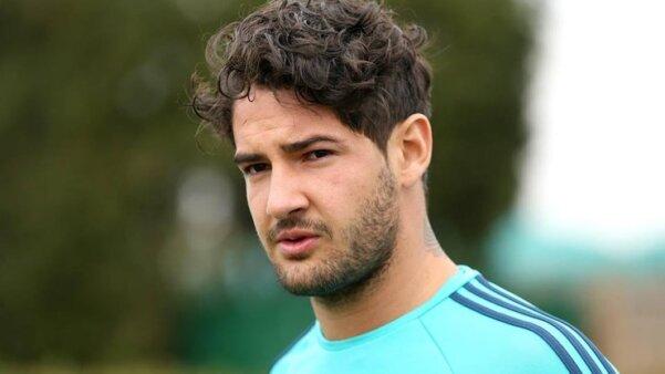 Pato anuncia retorno ao futebol e revela aonde deseja jogar