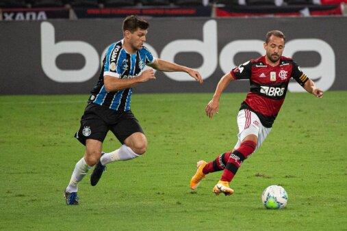 Grêmio e Flamengo duelam pelo Brasileirão.