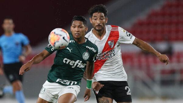 Palmeiras busca classificação na Libertadores.