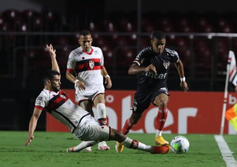 São Paulo encara o Atlético-GO.