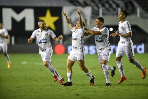 Gol de Soteldo (loiro) foi destaque no jornal Olé