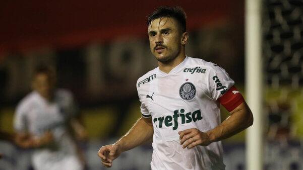 Willian, do Palmeiras, estaria na mira do Fluminense.