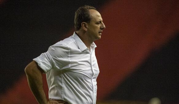 Flamengo é vice-líder do Brasileirão com Ceni.