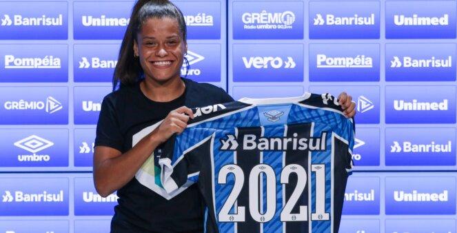 Laís Estevam em ação pelo Grêmio