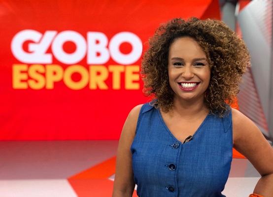"""Karine Alves na apresentação do """"Globo Esporte"""" do Rio de Janeiro (Foto: Reprodução/ Twitter oficial)"""