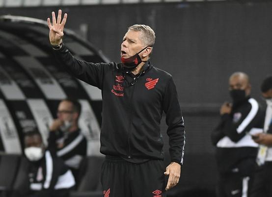 O técnico Paulo Autuori (Foto: Mauricio Mano/ Reprodução/ Site oficial do Athletico Paranaense/ athletico.com.br)