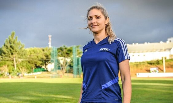Neuza Ines Back, árbitra assistente FIFA (Foto: Rodrigo Corsi/ Reprodução/ Site oficial da Federação Paulista de Futebol)