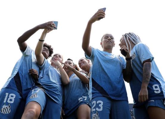 O Peixe apresentou o novo elenco das Sereias da Vila para a temporada de 2021 (Foto: Pedro Ernesto Guerra Azevedo/ Reprodução/ Flickr oficial do Santos FC)