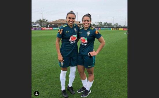 Ivana Fuso e Marta pela seleção brasileira feminina (Foto: Reprodução/ Instagram oficial)