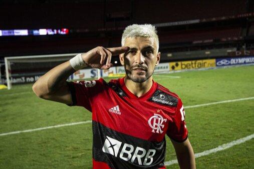 Arrascaeta pode renovar com o Flamengo.