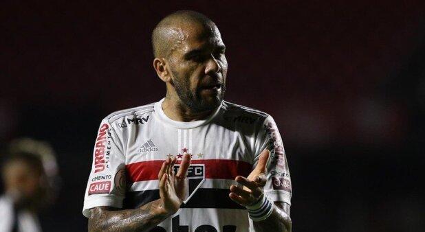 Daniel Alves está no São Paulo.