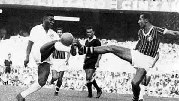 Santos x Fluminense no Maracanã, em 5 de março de 1961 (Foto: Reprodução/ Site oficial do Santos FC)