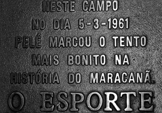 """O primeiro e legítimo """"Gol de Placa"""", presente do jornalista Joelmir Beting ao estádio do Maracanã (Foto: Divulgação/ Site oficial do Santos FC)"""