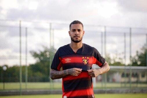 Maxwell Souza em ação pelo Sport