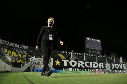 Ariel Holan pede demissão do Santos