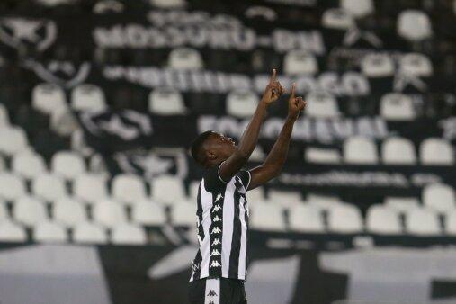 Matheus Babi negocia com o Fluminense