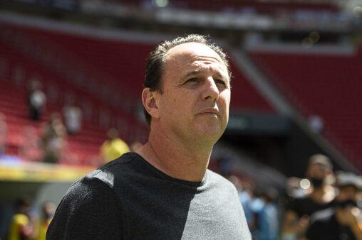 Ceni apontou carências no elenco do Flamengo.