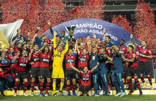 Flamengo busca tricampeonato do Brasileirão.