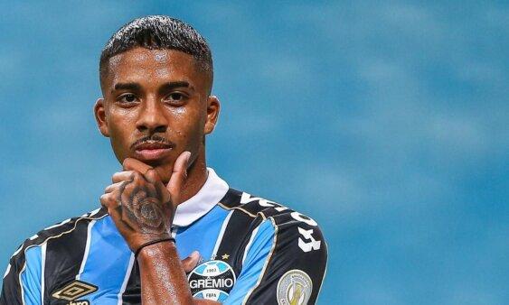Jean Pyerre em ação pelo Grêmio mercado da bola