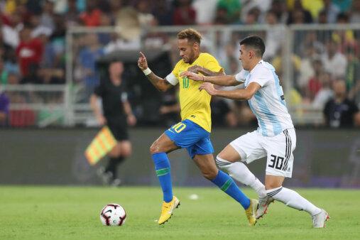 Brasil segue na frente da Argentina no ranking da Fifa.