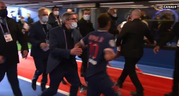 Neymar foi expulso.