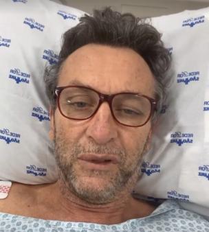 Neto fez cirurgia.