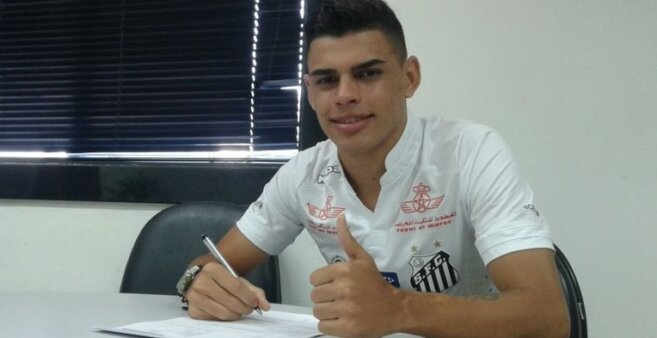Alexandre Tam em ação pelo Santos