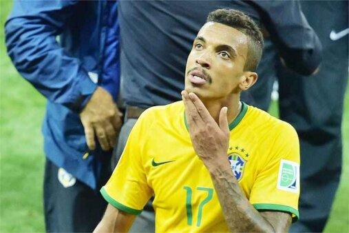 Dirigente do Flamengo abre o jogo sobre possível interesse em Luiz Gustavo
