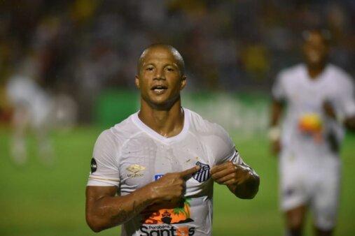 Presidente do São Paulo abre o jogo sobre possível interesse em Carlos Sánchez