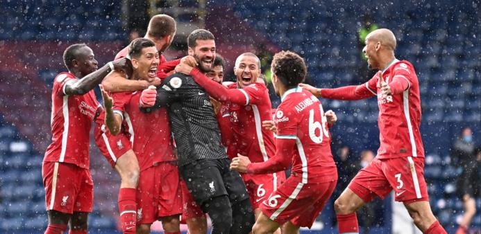 Alisson faz gol no Liverpool